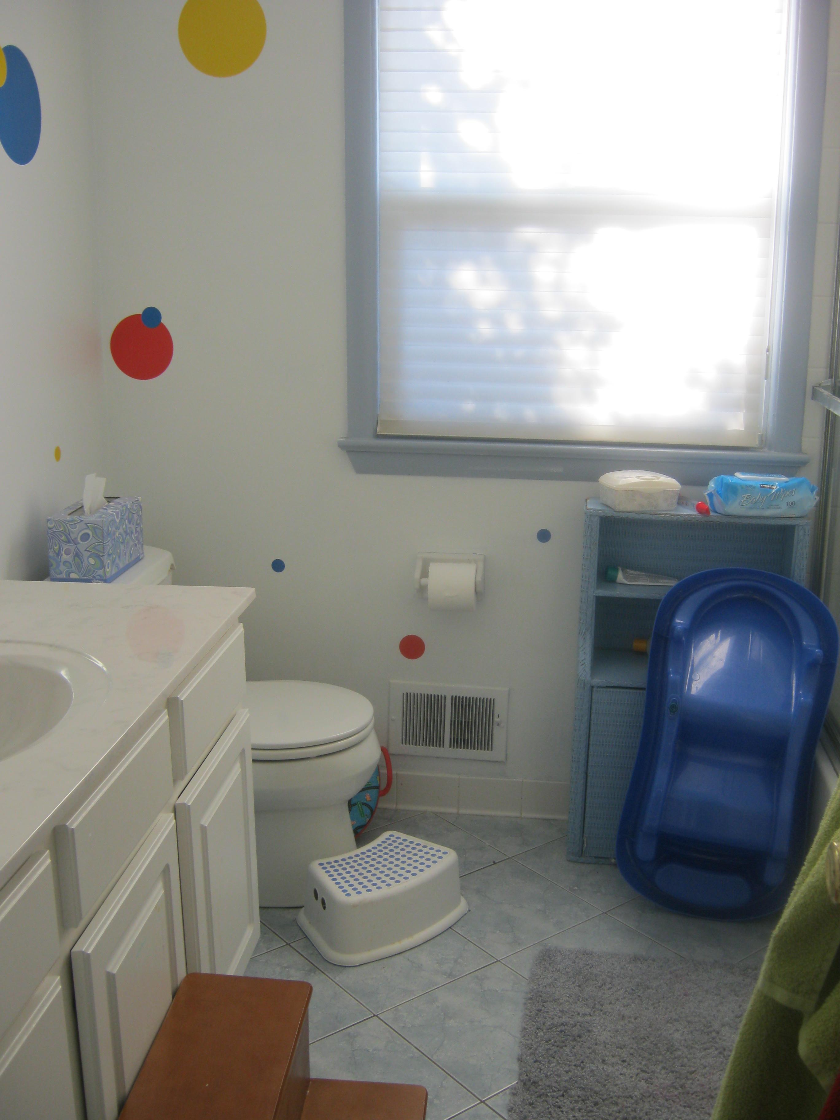 Kids bathrooms good cool blue kids bathroom design ideas for Childrens bathroom designs